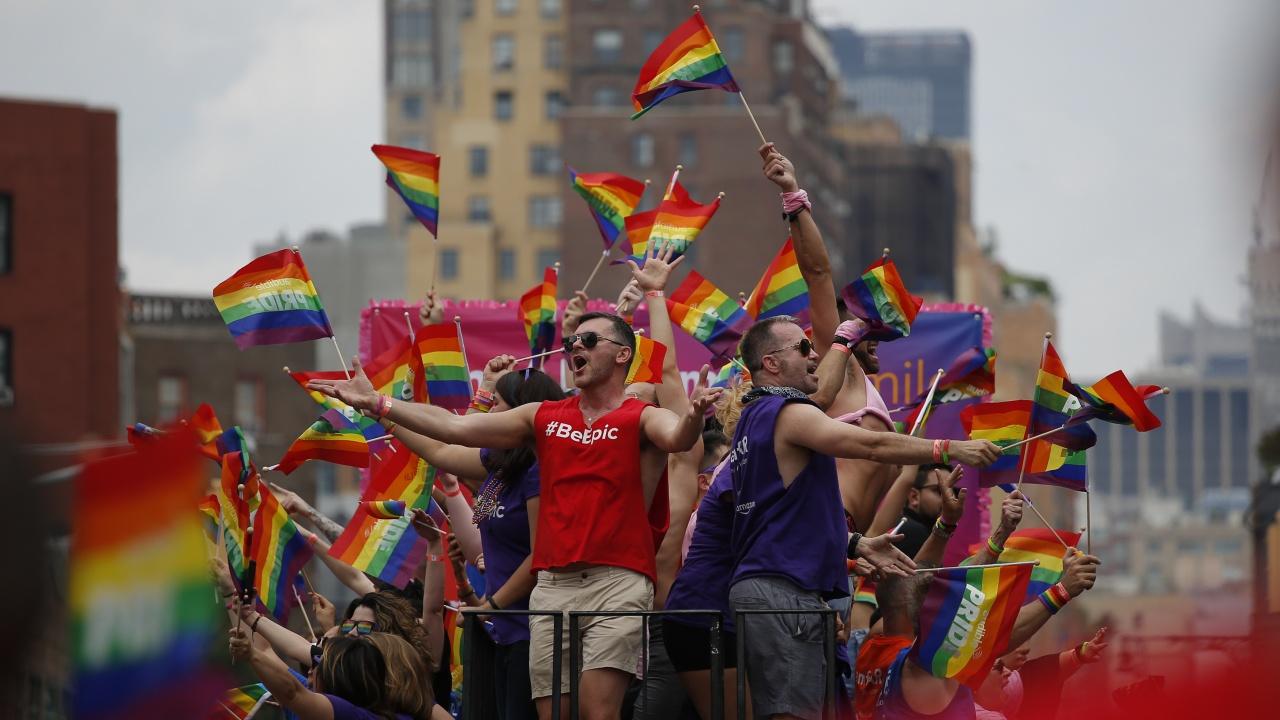 Турски съд оправда студенти, обвинени за участие в гей парад