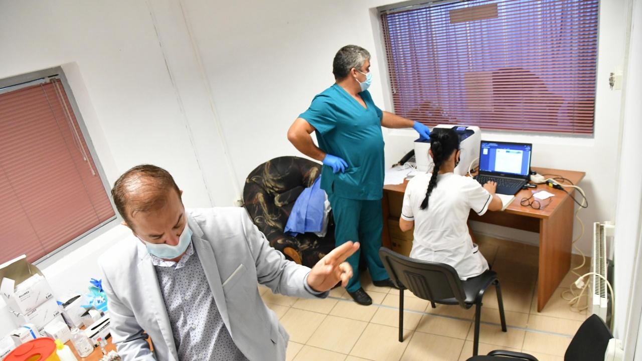 Изнесени ваксинационни пунктове през почивните дни