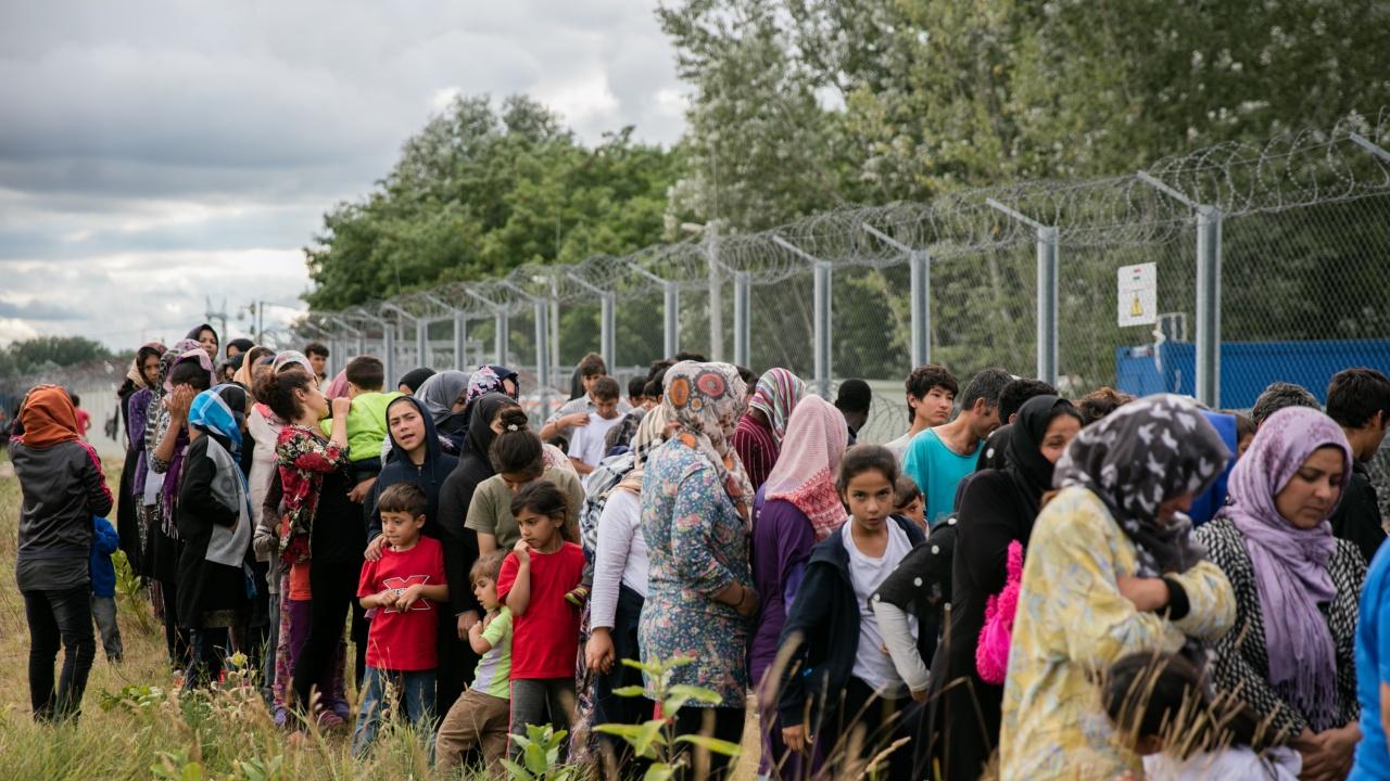 ЕК подкрепя държавите от ЕС, които строят огради по външните граници