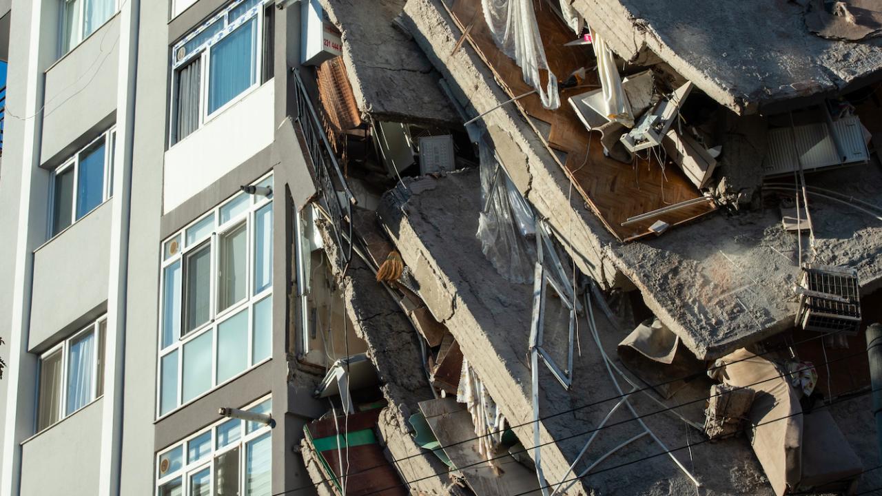 Петима загинали и двама оцелели при срутването на жилищна сграда в Грузия