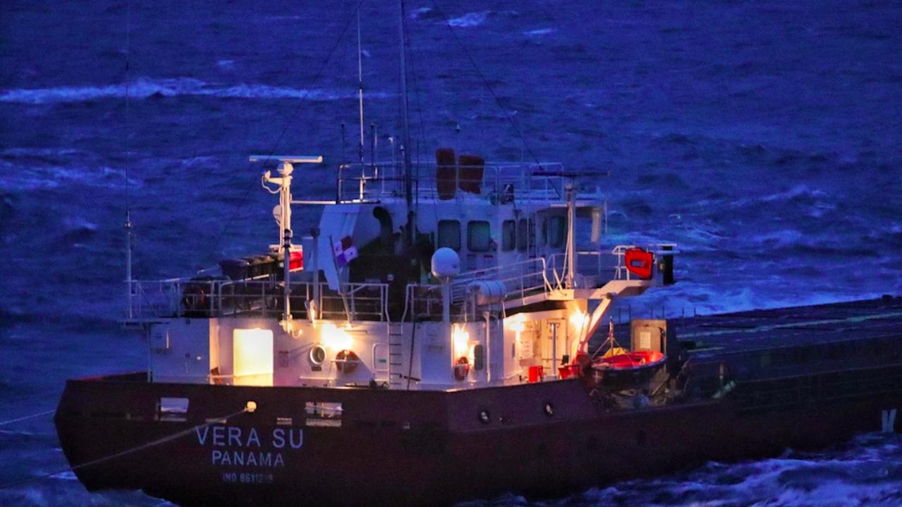 """Няма промяна в състоянието на кораба """"Вера Су"""" въпреки вълнението от 5 бала"""