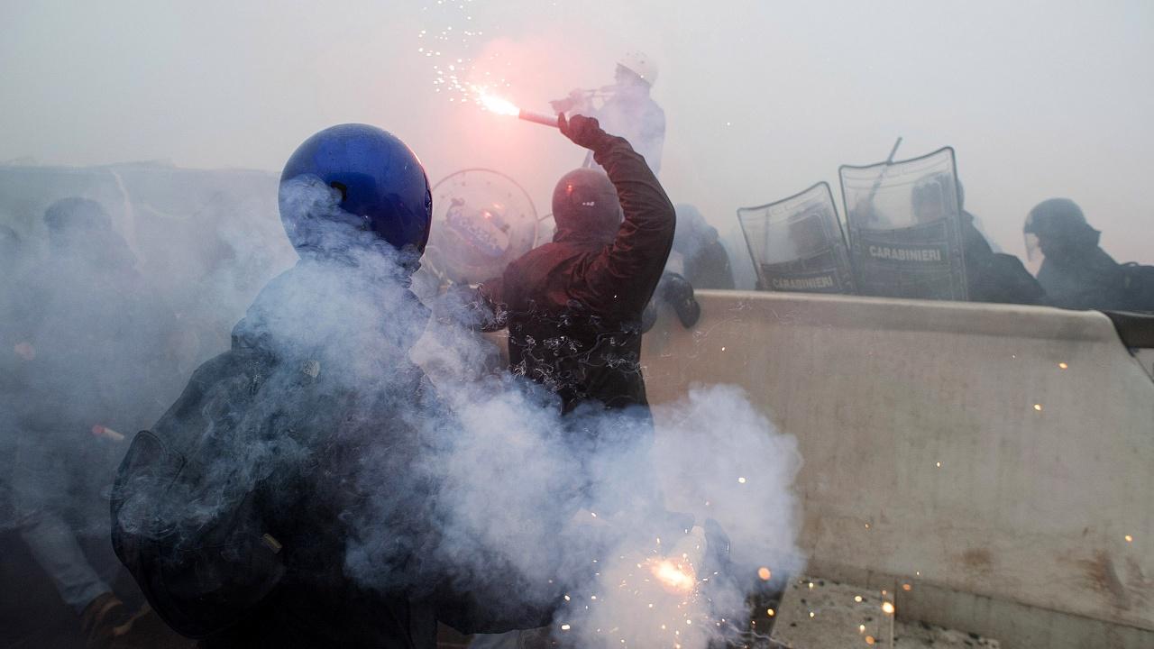 Ожесточени сблъсъци и протести в Рим срещу здравните сертификати