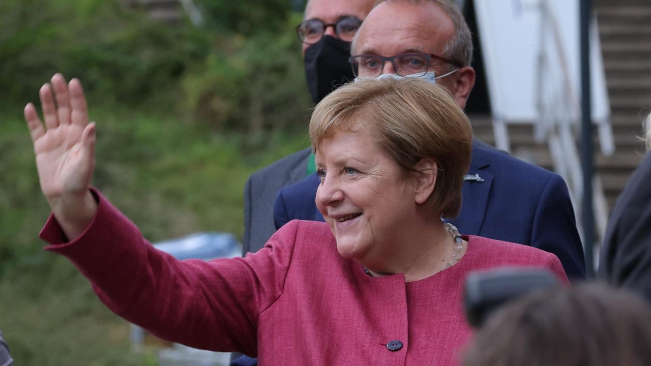 Меркел продължава с прощалните си визити по света