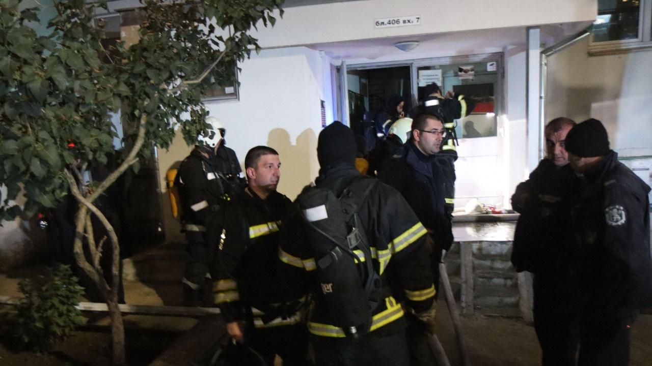 Две деца загинаха при пожар в жилищен блок във Варна