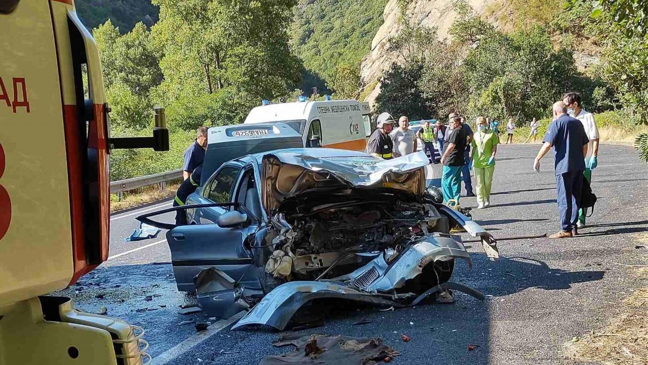 Тежка катастрофа на Подбалканския път, 31-годишен мъж загина на място