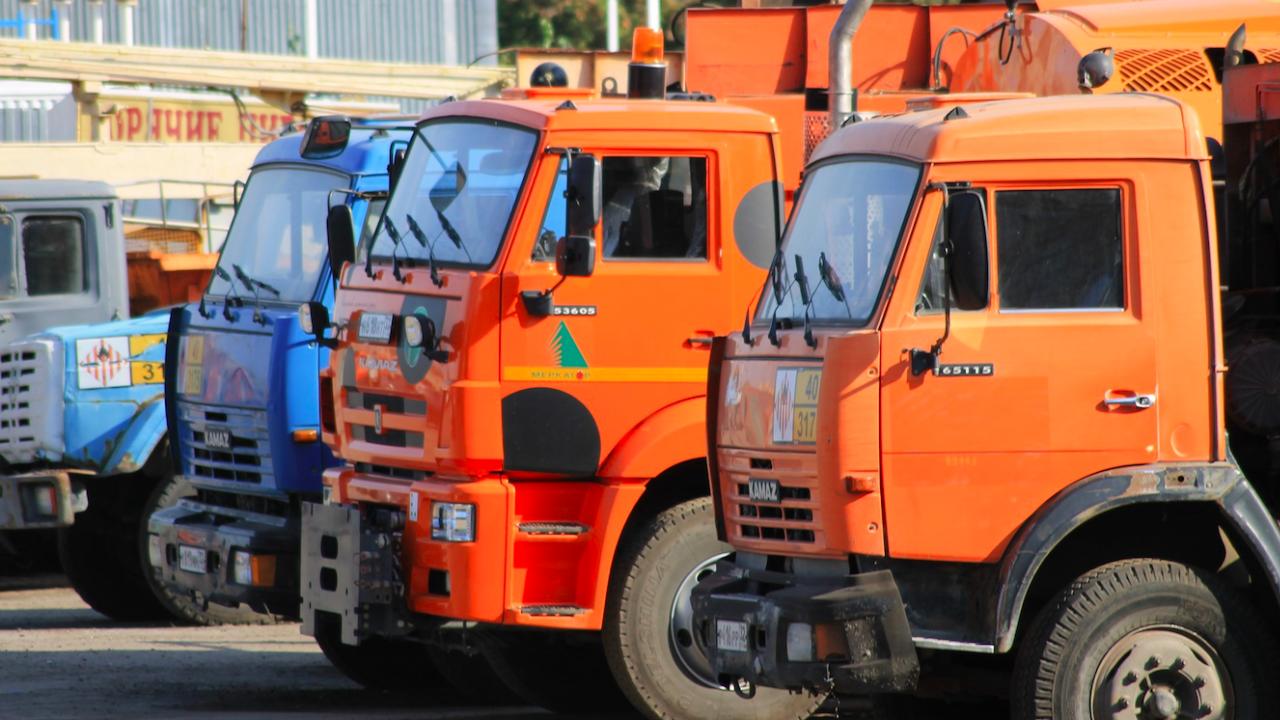 Тежка техника на пътните фирми блокира центъра на София в понеделник