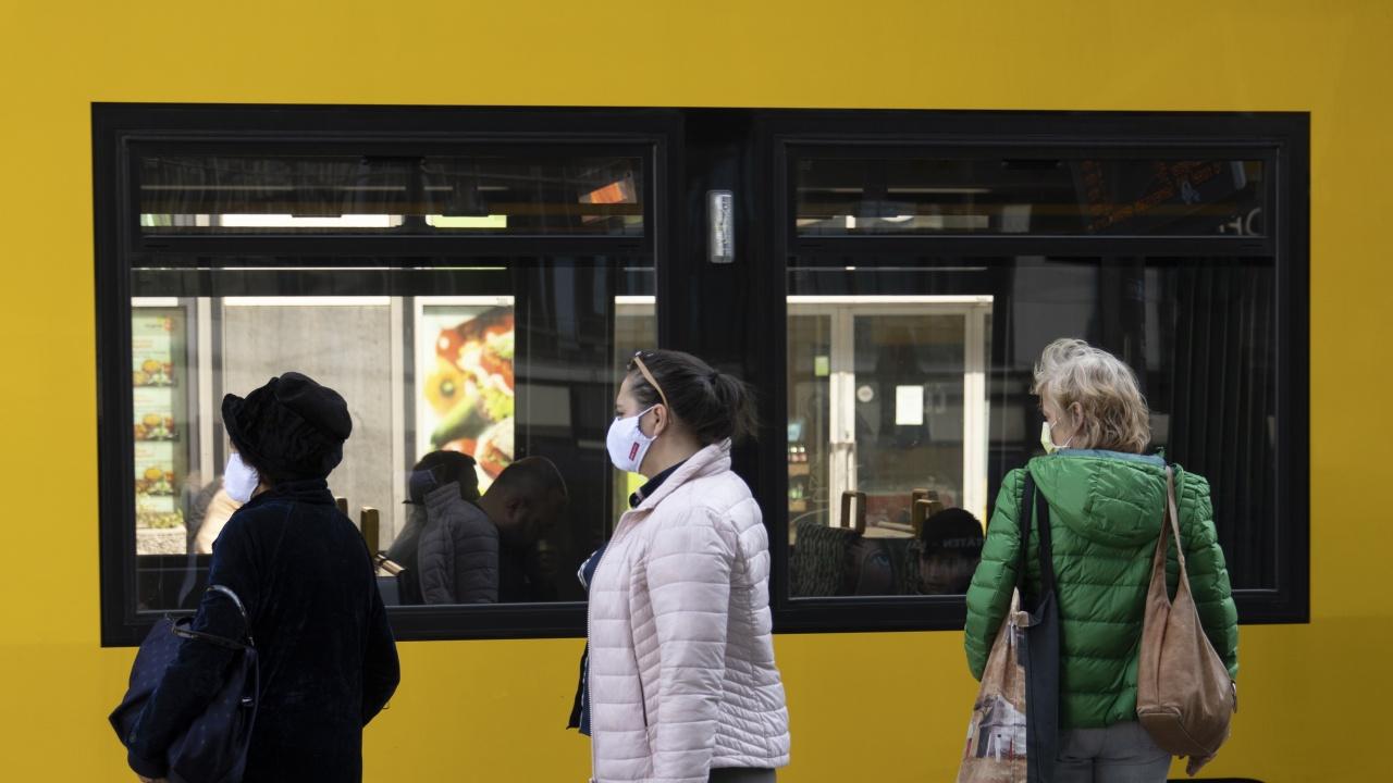 Мъж напръска с лютив спрей пътници в автобус в Германия след спор за носенето на маска