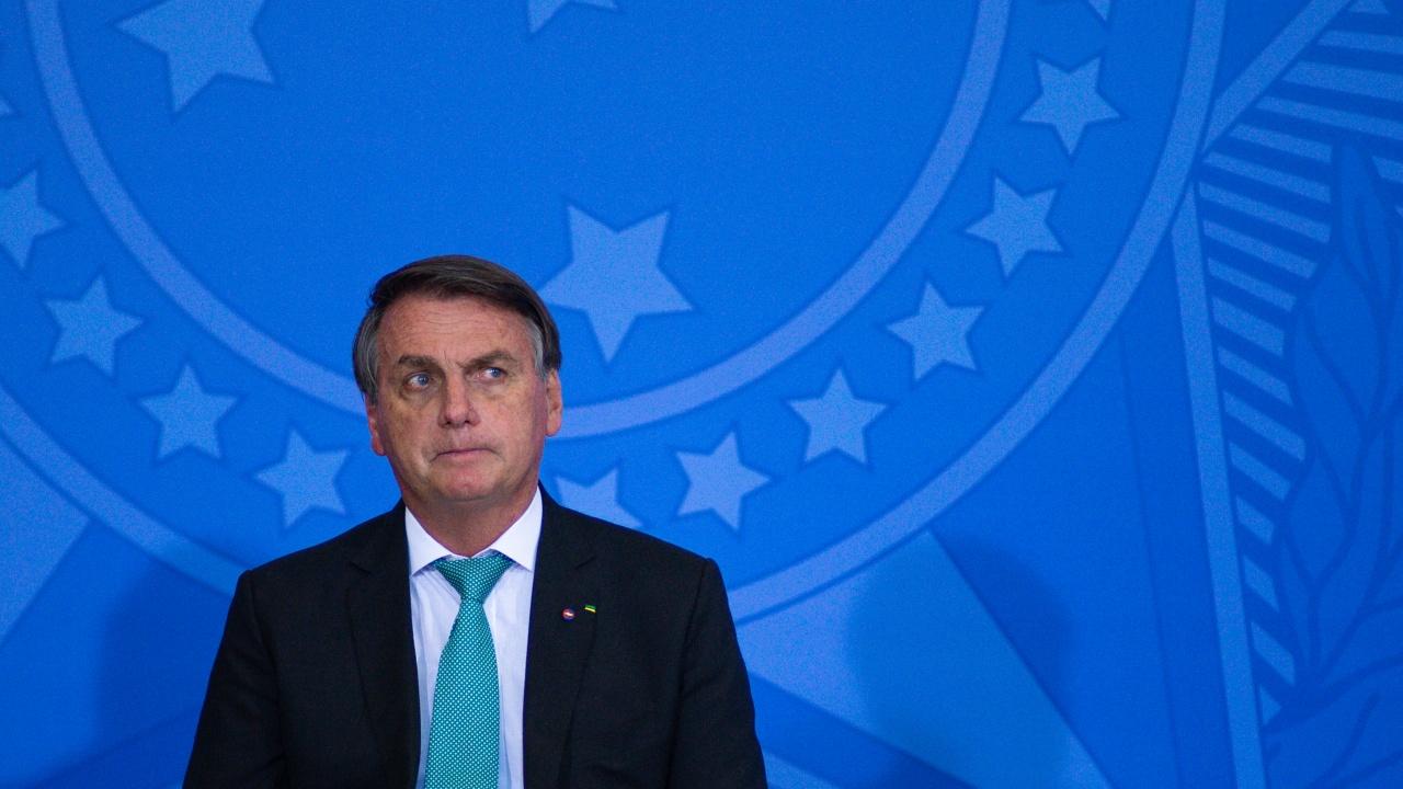 Бразилският президент не бе допуснат на футболен мач, защото не е ваксиниран