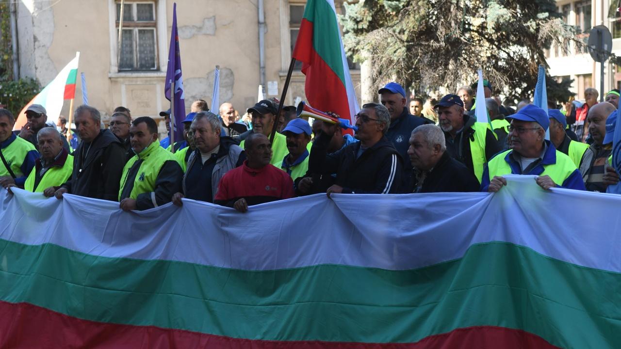 Пътни строители блокират центъра на София