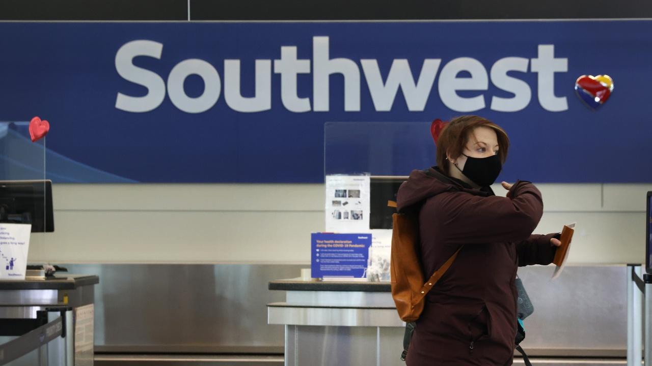 Саутуест еърлайнс анулира близо 2000 полета през уикенда