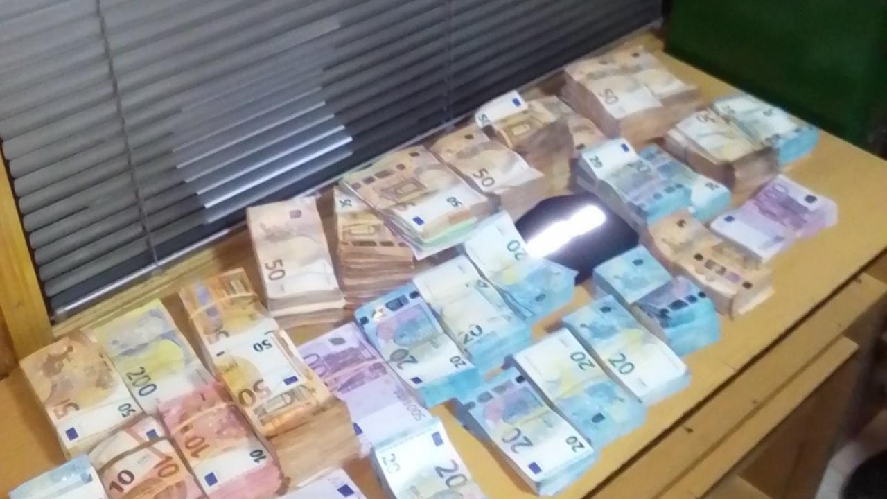 529 000 недекларирани евро удариха митничари