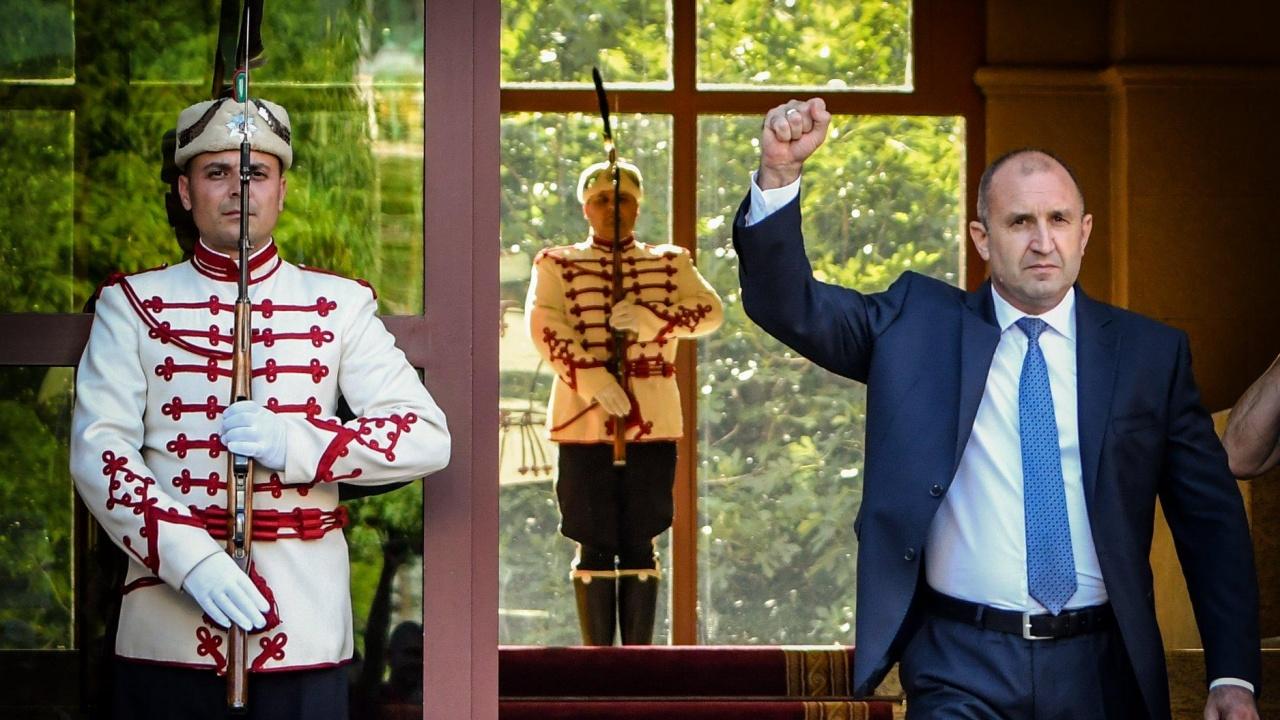 """Искра Баева от ИК на Радев: Юмрукът е символ на """"злото няма да премине и ще спрем похода на корупцията"""""""