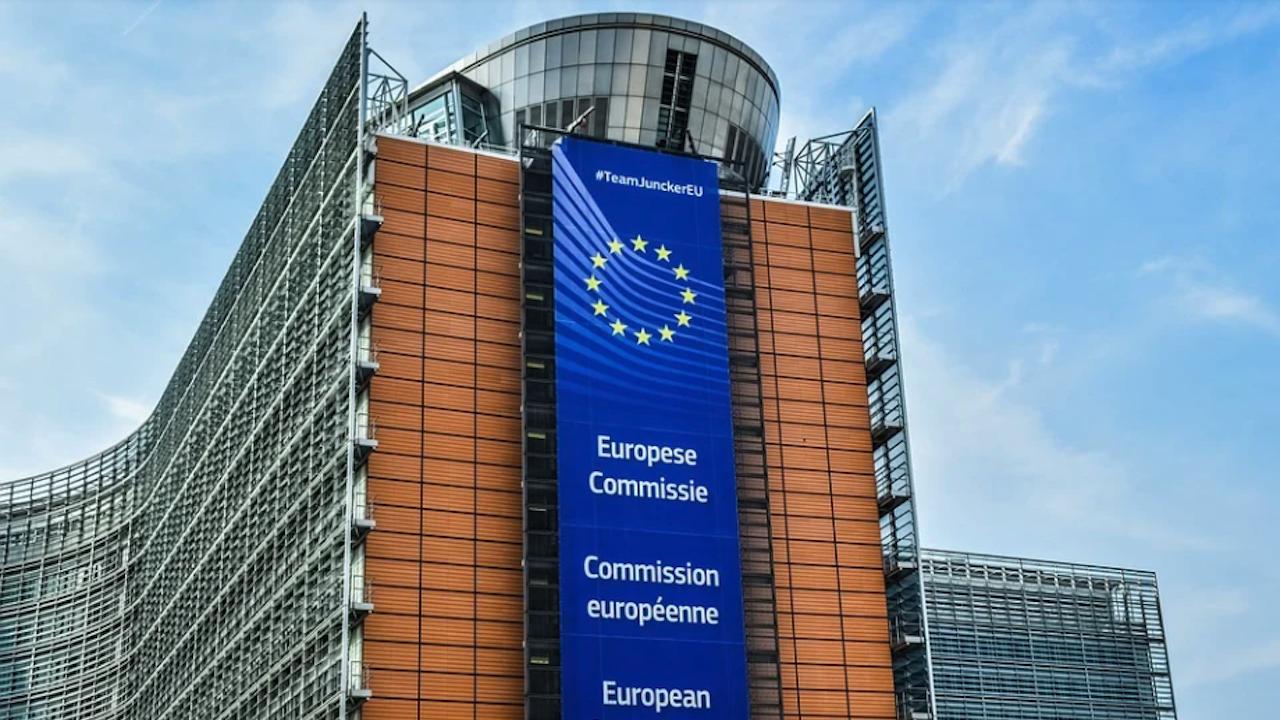 ЕК предоставя 60 000 карти за пътуване на млади европейци