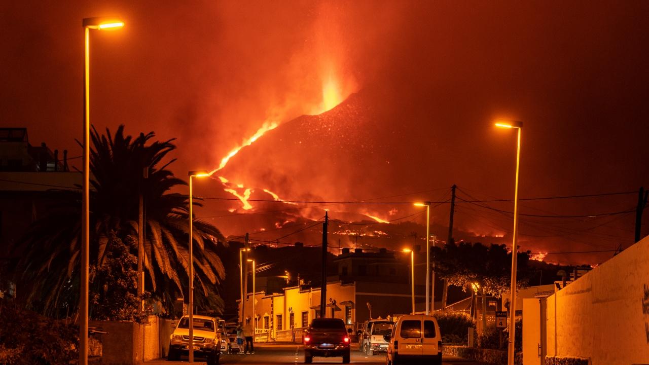 Вулканът на остров Ла Палма изригва отново