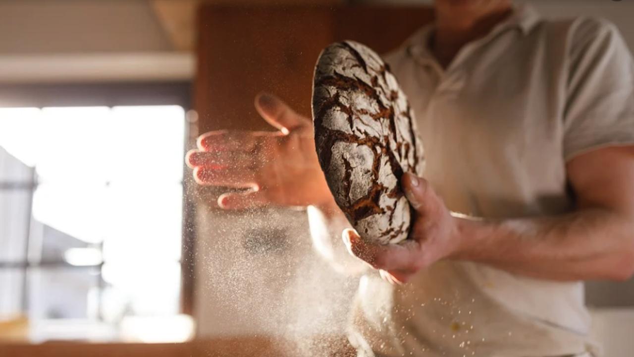 Хлябът поскъпва със стотинки