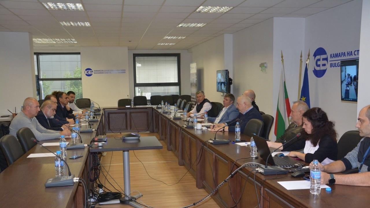 """КСБ и ББК """"Пътища"""" към министър Комитова: Няма разединение в строителния бранш, подайте оставка"""