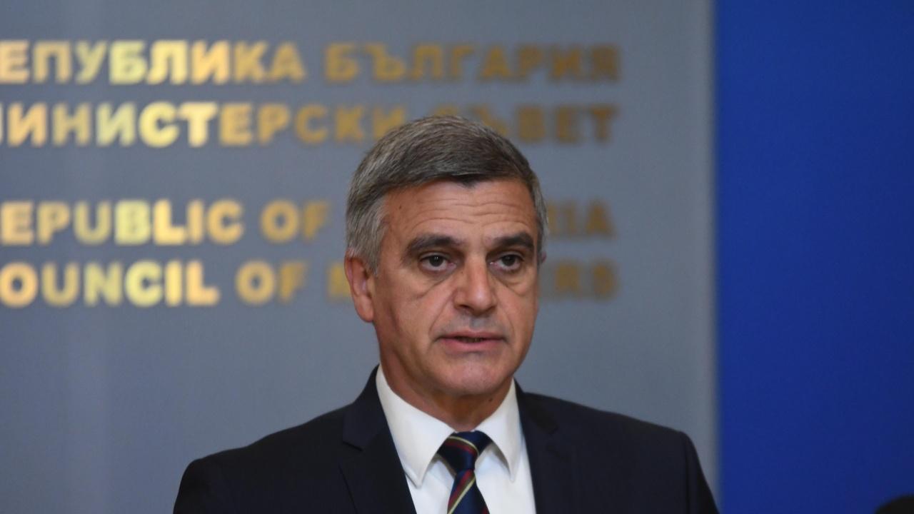Янев обяви мерки, с които сметките за ток на малкия и среден бизнес ще намалеят