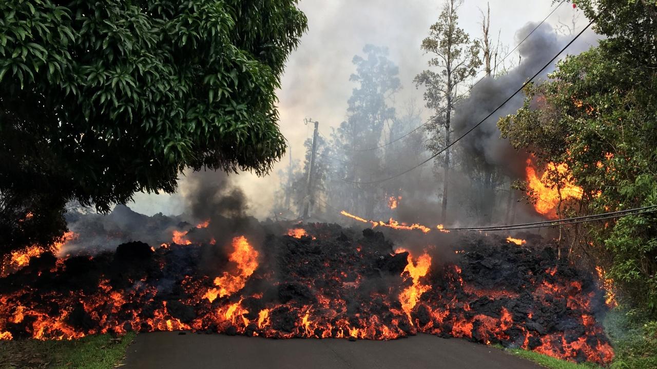 Лавата от вулкана на остров Ла Палма разруши циментов завод