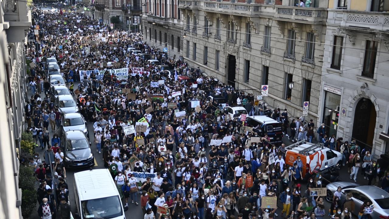 Италия е разтърсена от размириците на крайнодесни в Рим по време на протеста срещу здравните мерки