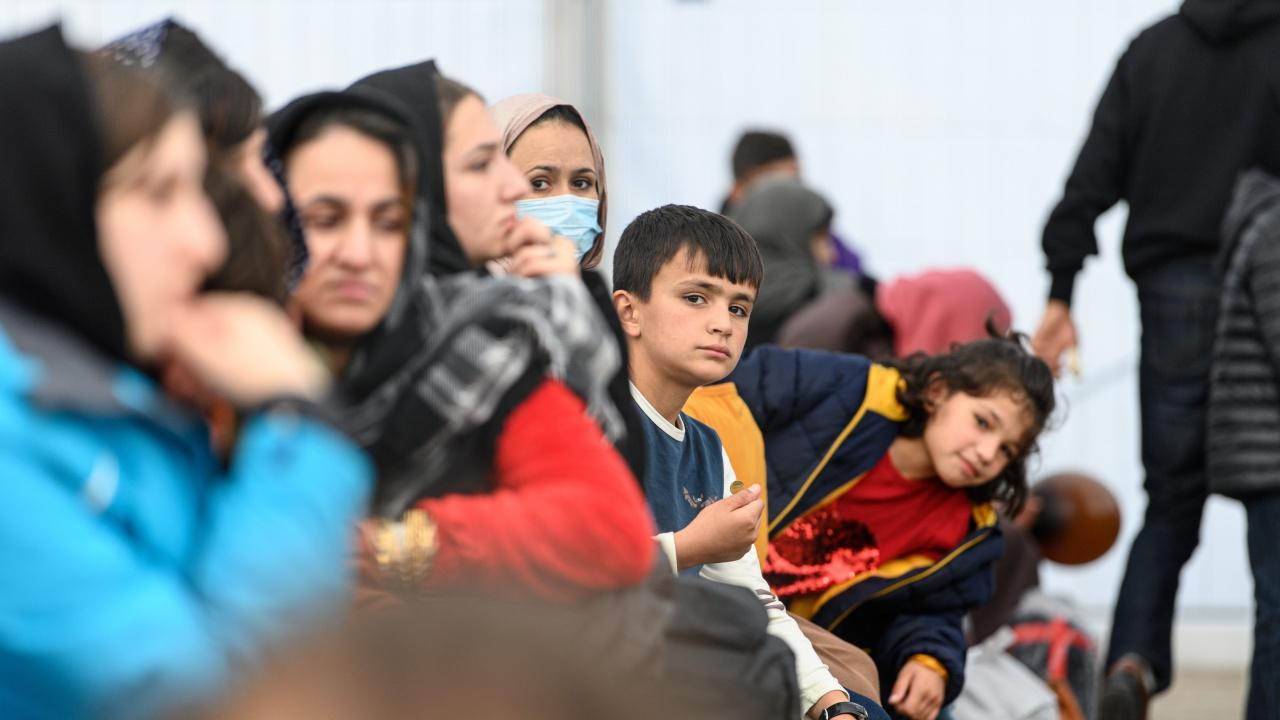 Испания евакуира 84 афганистанци