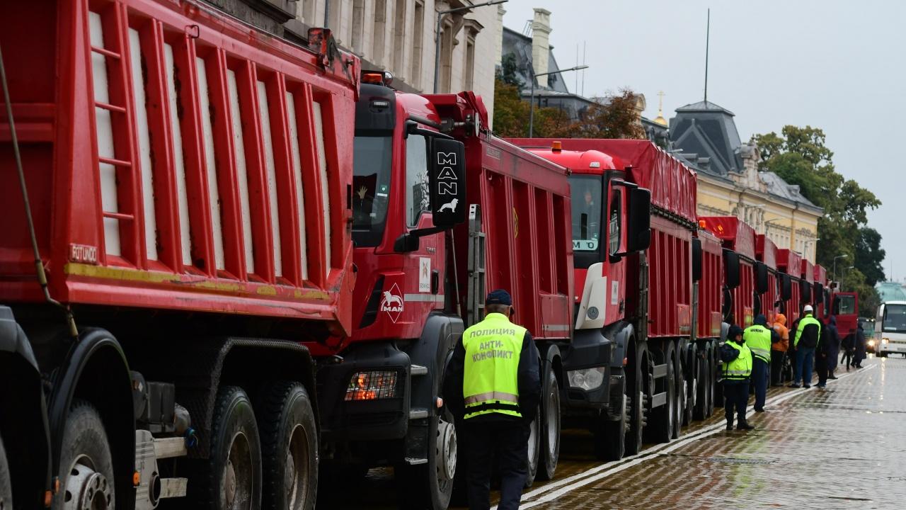 Протестът на пътните строители продължава