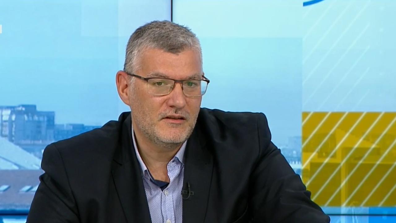 Проф. Момеков: От COVID ще се генерират нови болести - вирусът хапе сърцето