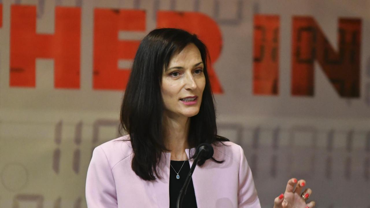 ЕК ще подкрепя учителите в ограмотяването срещу дезинформацията