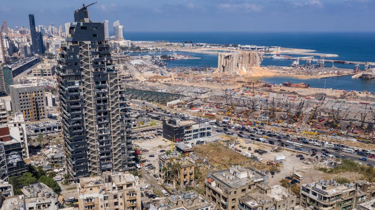 Съдията, разследващ експлозията в Бейрут, издаде заповед за арест на бивш ливански министър