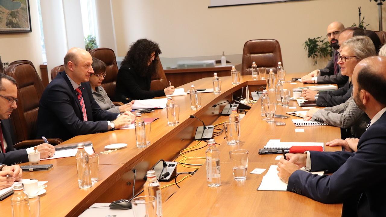 Министър Белчев: Ще продължим ползотворното си сътрудничество с Европейската банка за възстановяване и развитие