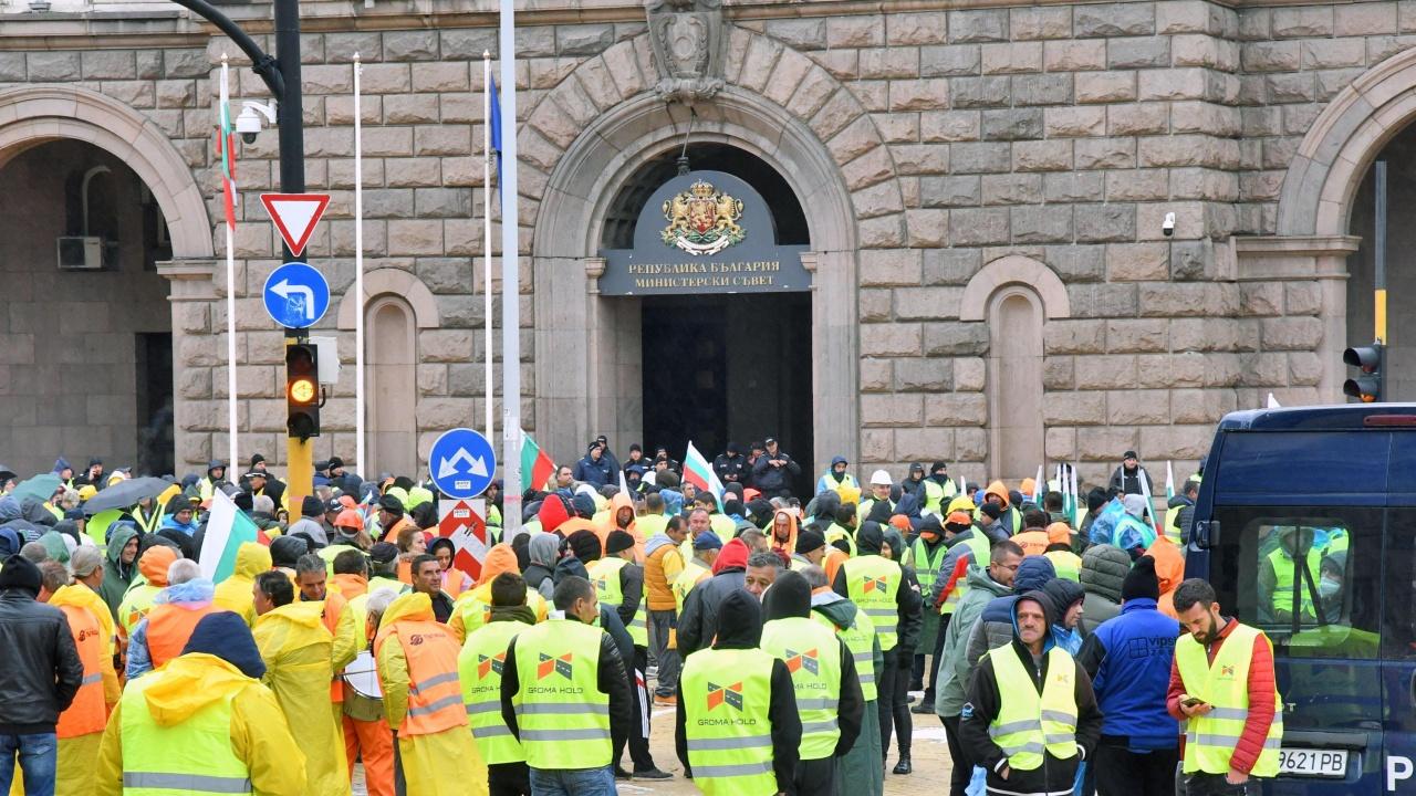 Пътните строители прекратяват протестите