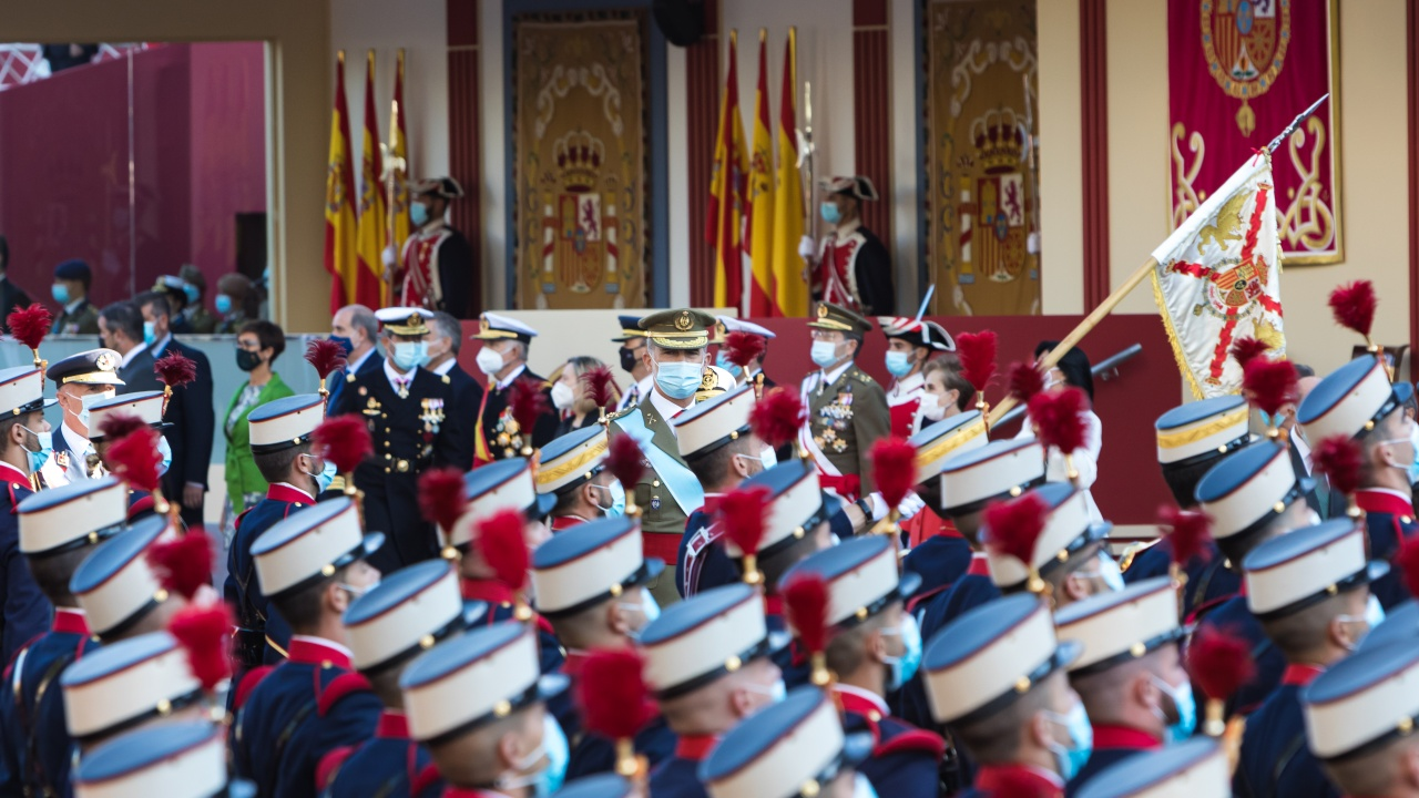 Испания отбеляза националния си празник с военен парад в Мадрид