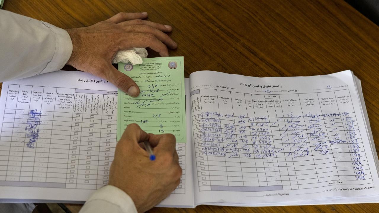 Лекар от Ябланица правил фиктивни ваксинации за COVID сертификати