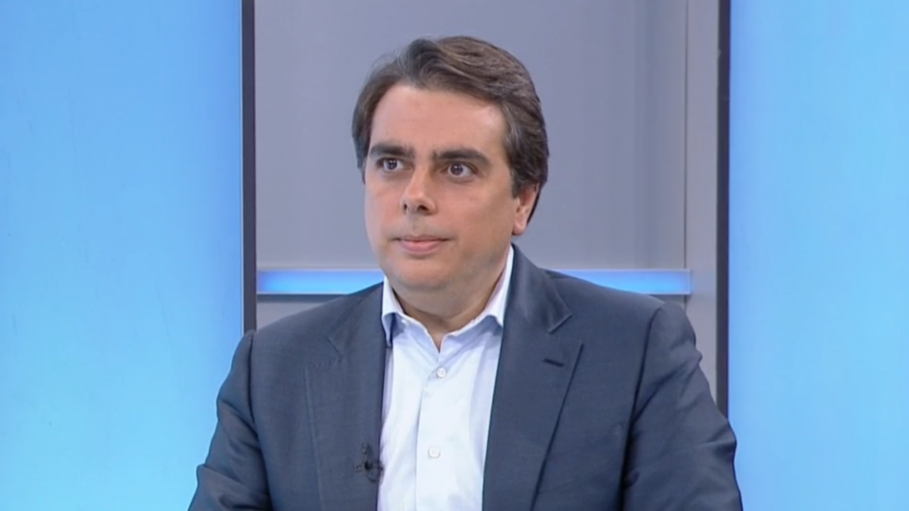 Асен Василев разкри как от ПП са се рабрали с Ицо Хазарта и обяви: Не е важно гражданството на Кирил Петков, а каква работа е свършил