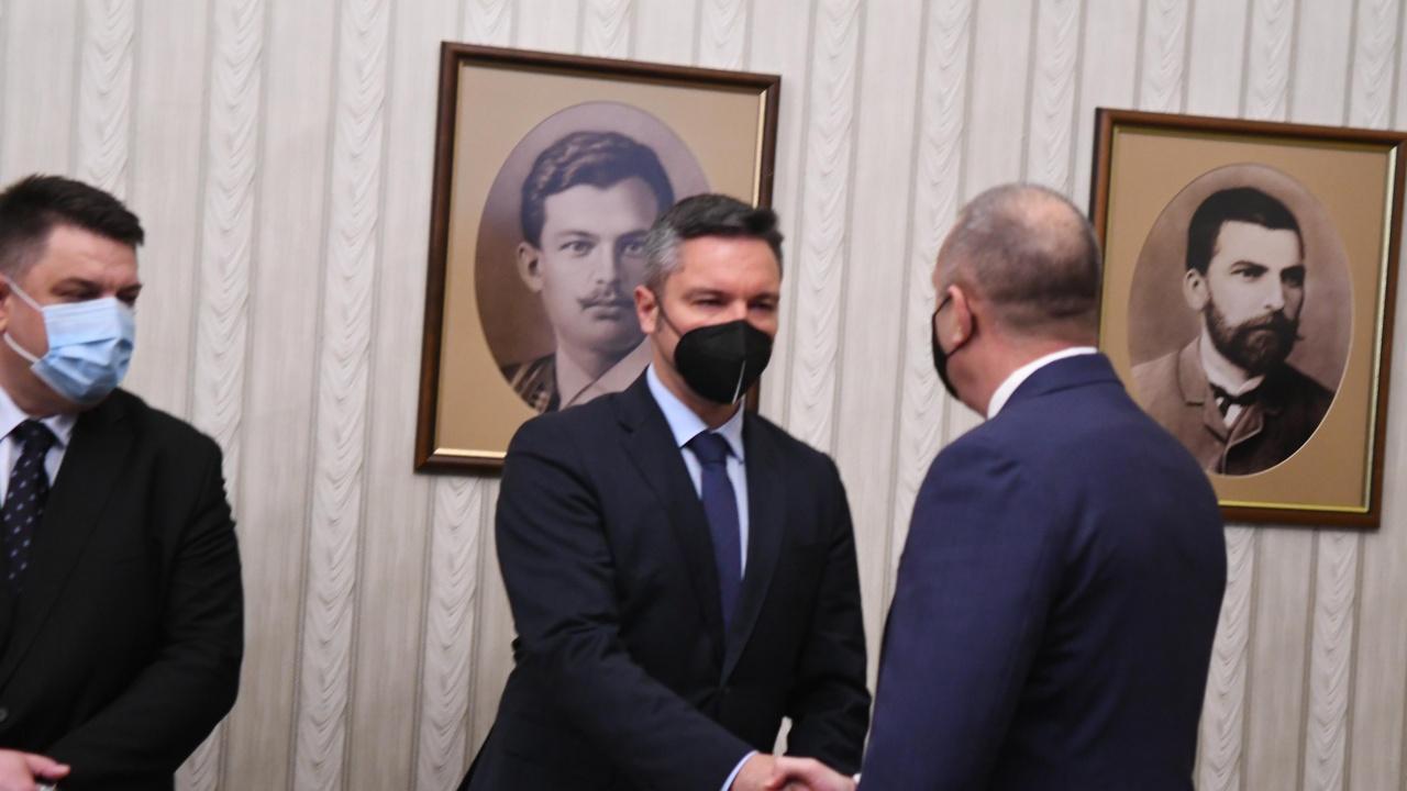 Вигенин за Румен Радев: Ние няма да пропуснем шанса той да има втори мандат