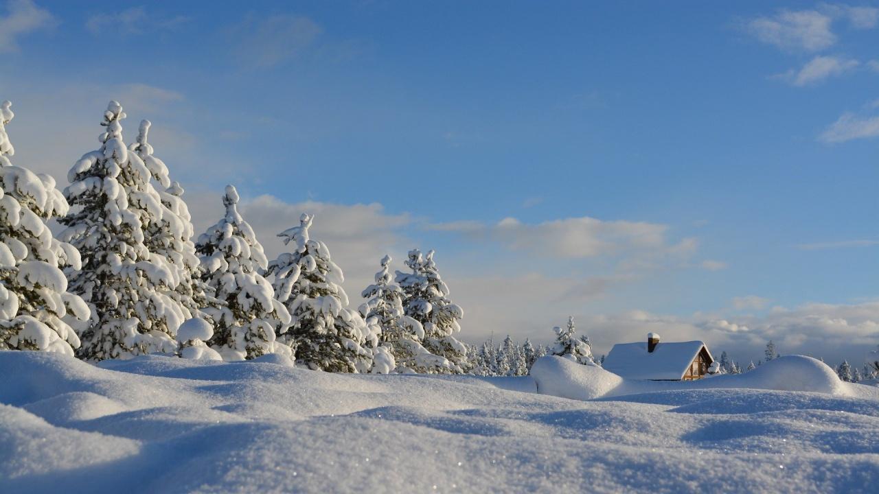 Връх Снежанка побеля от сняг