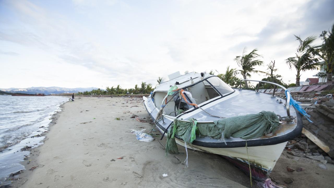 Виетнамските власти евакуираха 250 хиляди души заради приближаването на тайфуна Компас