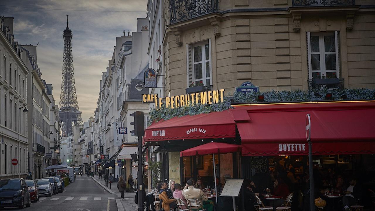 Франция удължава извънредното положение до лятото