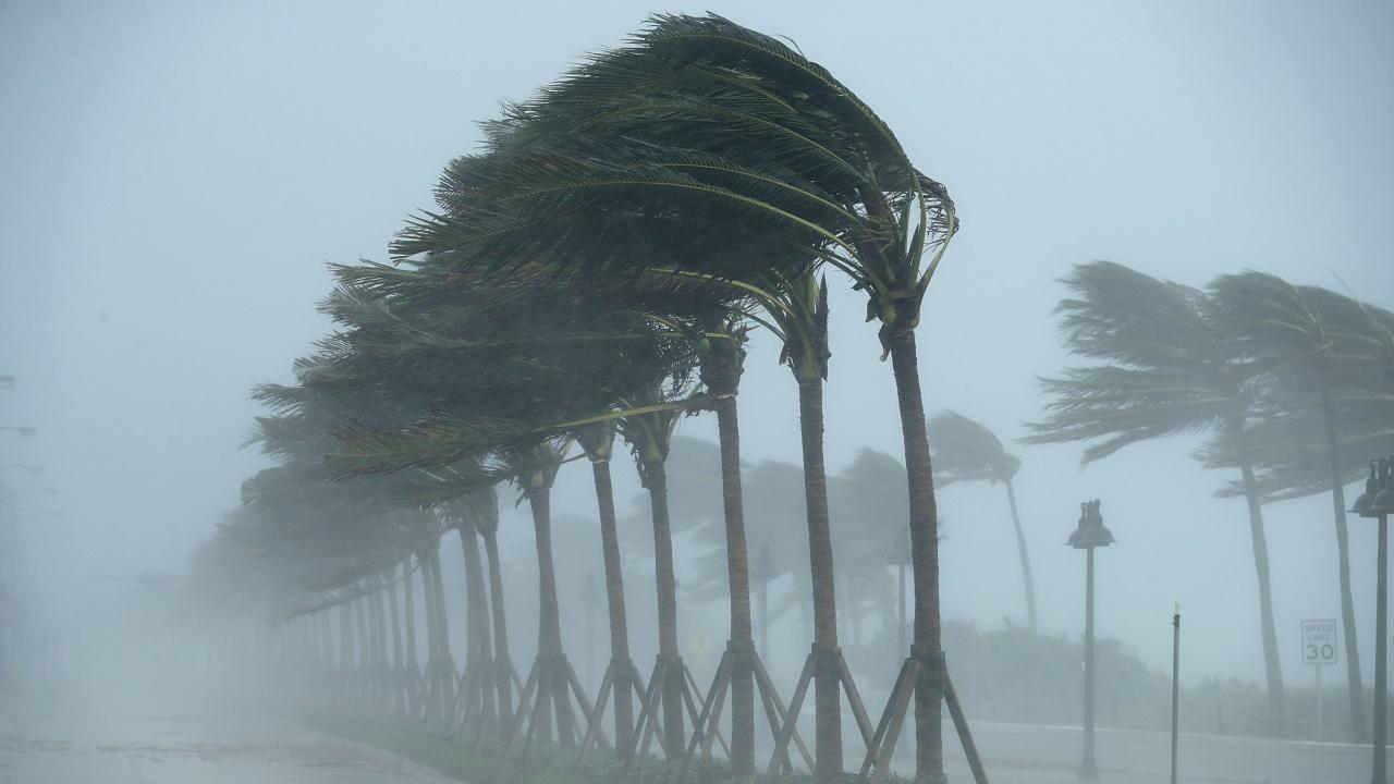 Ураганът Памела удари тихоокеанското крайбрежие на Мексико
