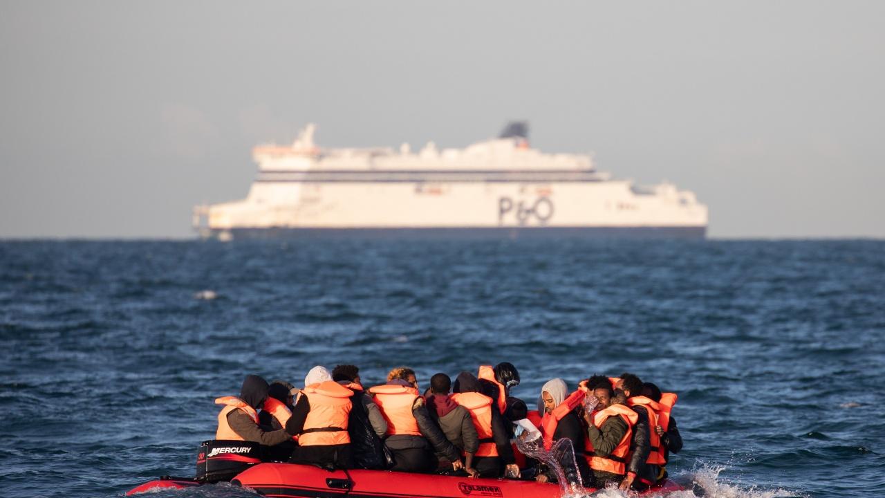 Повече от 140 мигранти са спасени от лодки на път за Канарските острови