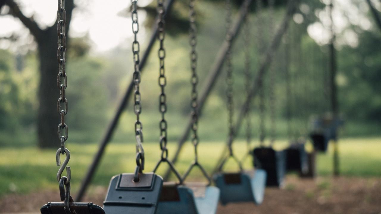 Състоянието на площадките за игра в страната: Откриха множество нарушения