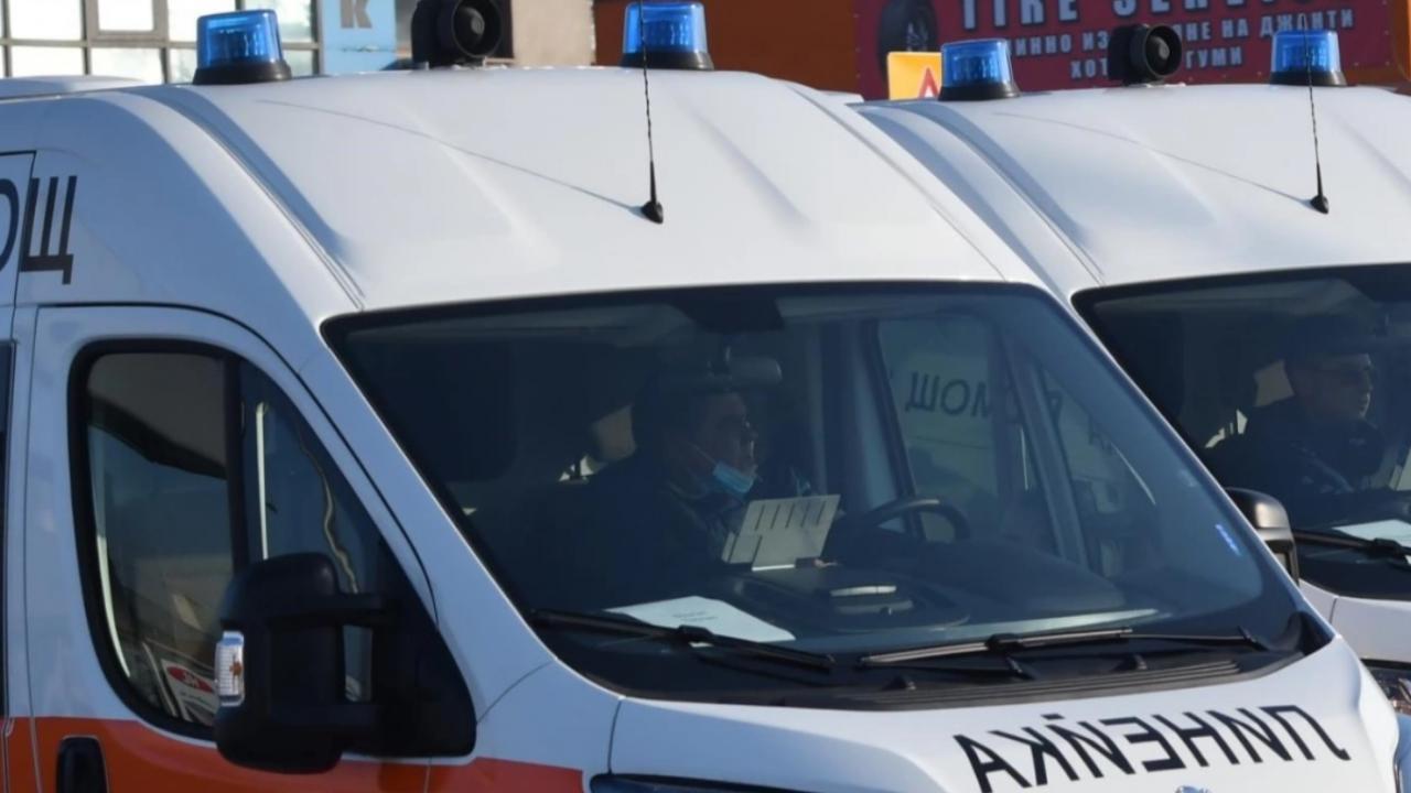 Остава тежко състоянието на жената и 3-годишното ѝ дете, ранени при меле край Елхово