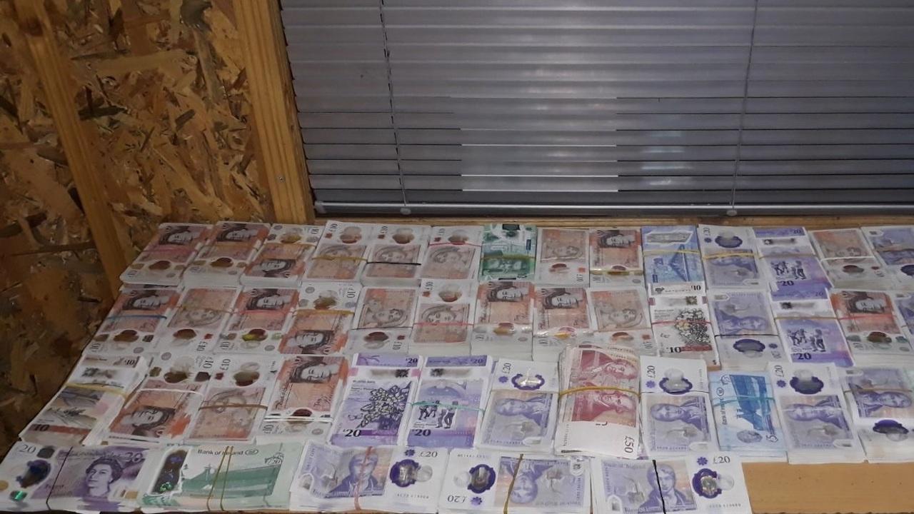 78 680 недекларирани британски лири хванаха митничари