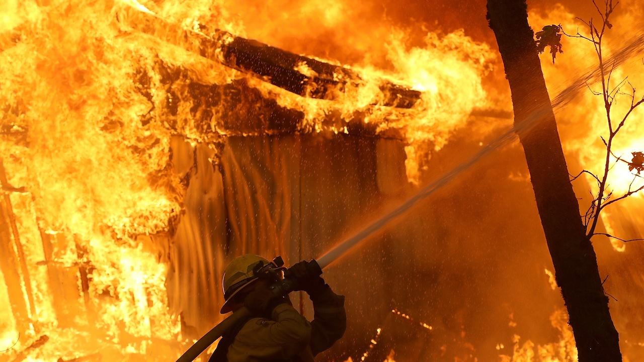 Възрастен мъж изгоря при пожар в дома си във Велинград