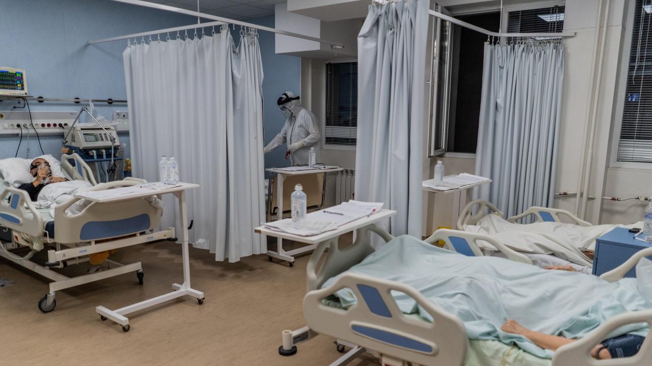 Увеличават броя на интензивните легла за болни от COVID-19 във Варненско
