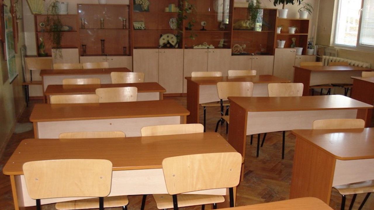 Седем паралелки са под карантина в Ловешко, с COVID-19 са 15 ученици и четирима учители