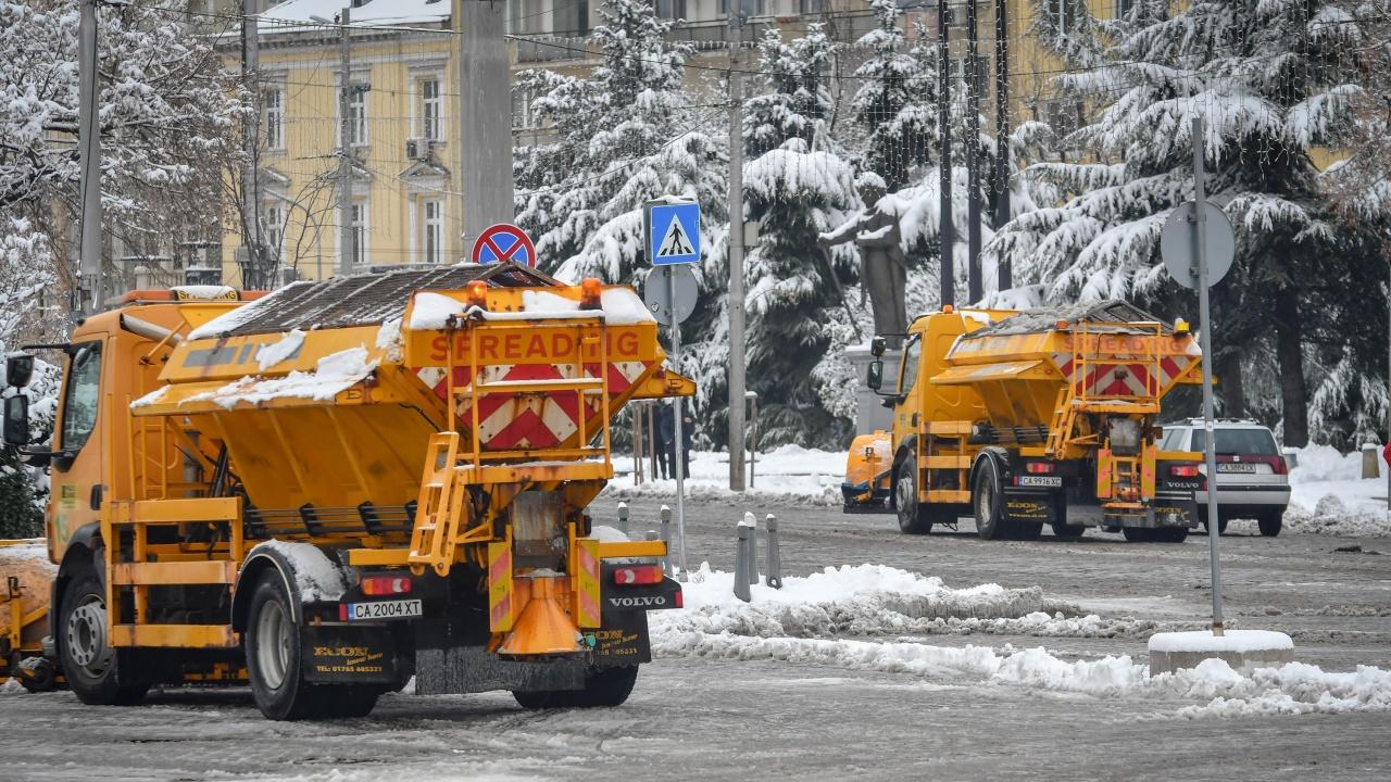 Правителството отпусна 100 милиона лева за зимното поддържане на пътищата