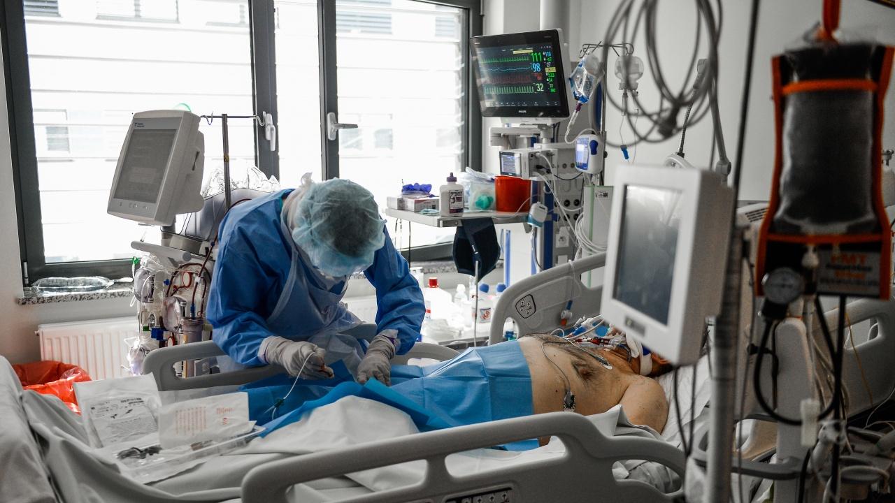 Русия пак регистрира рекорден брой нови заразени с коронавирус и починали