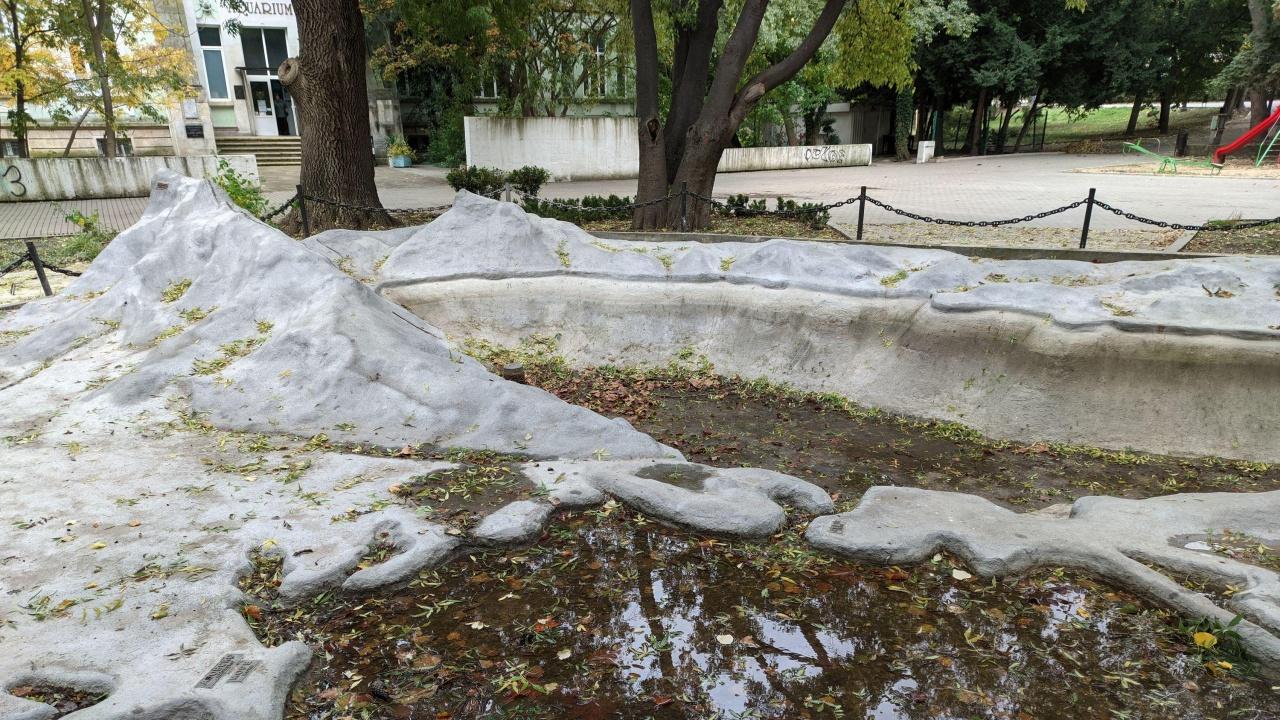 Релефната карта на Черно море във Варна е тъжна гледка