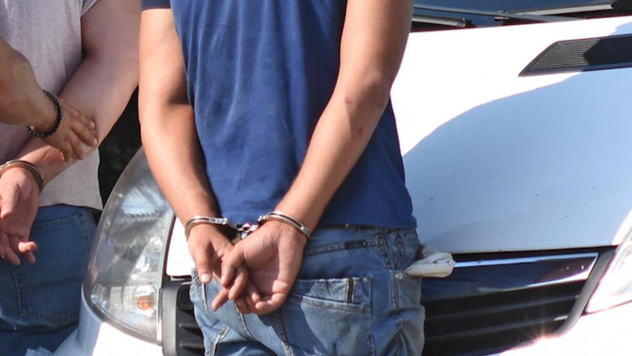 Пиян шофьор подхвърли подкуп в евро и лева на катаджия