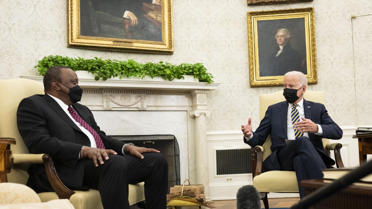 """Байдън обсъди """"финансовата прозрачност"""" с президента на Кения"""